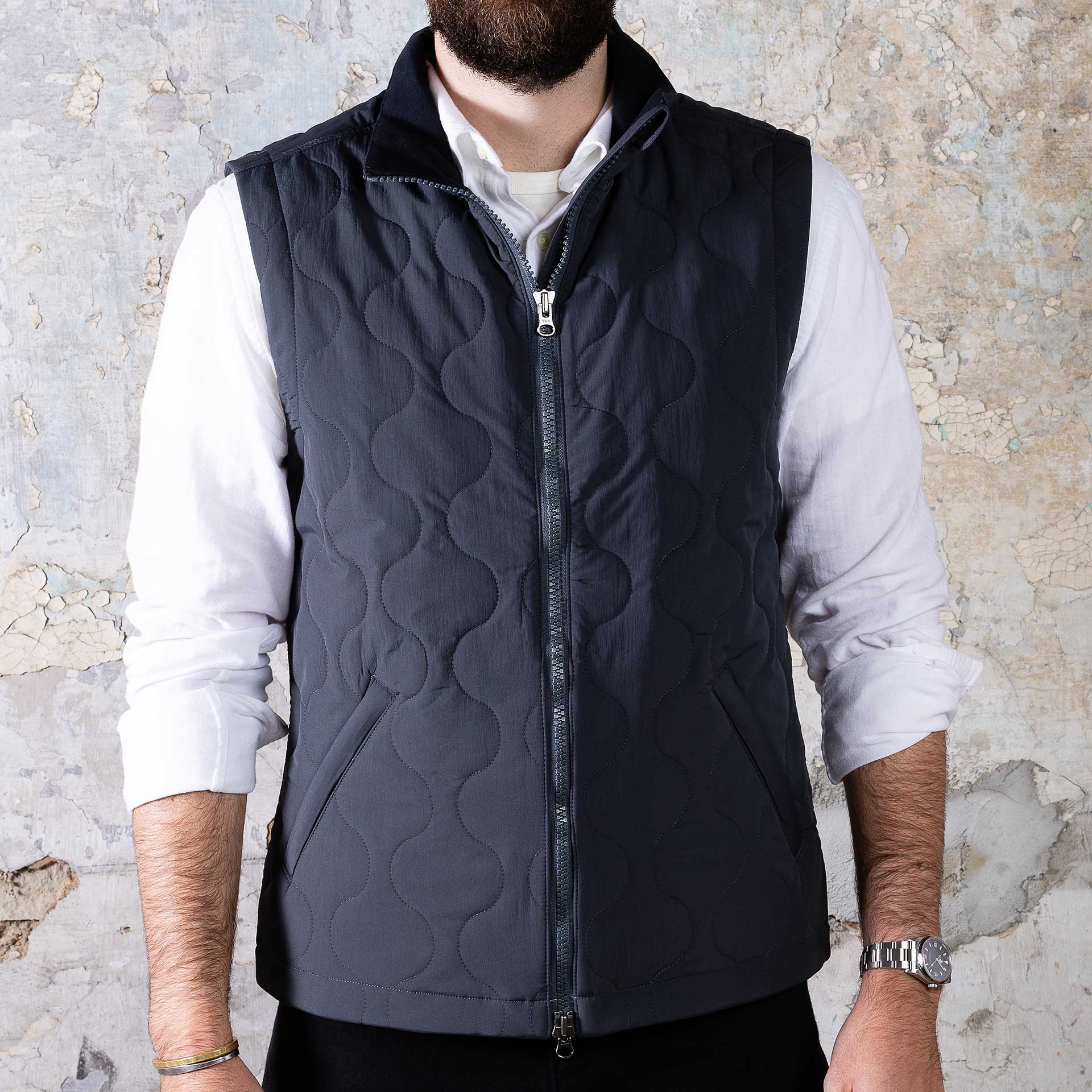 Taylor-Stitch-Vertical-Vest—Charcoal-onbody-